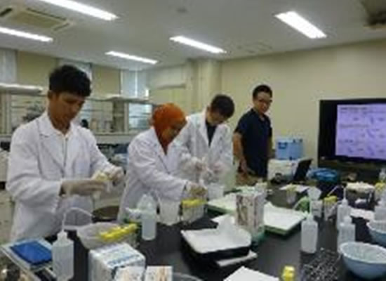 (Dedicated) Laboratory for Trainees